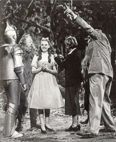 Great candid shot from Wizard of Oz, 1939.
