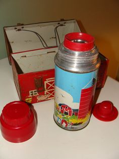 VINTAGE 1958 OPEN DOORS RED BARN DOMED METAL LUNCH BOX WITH THERMOS COMPLETE SET