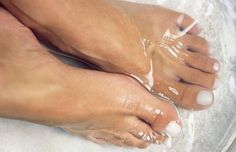 Soaking Feet in Vinegar- why and how-to