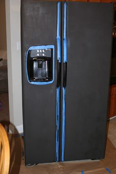 Chalkboard Painted Refrigerator Tutorial - cute idea if you have an old fridge you wanna spruce up