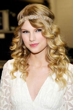 Taylor Swift's Beauty Transformation - 2009: For the Academy Of Country Music awards Swift goes for a boho look with an embellished headband.