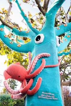 Yarn bombing    Giant Squid Love