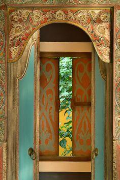 Carved door (Bali)