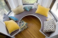 Love this circular banquette... fabulous
