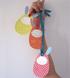 Preciosa manualidad de pascua para hacer con los niños esta Semana Santa http://charhadas.com/ideas/16043-conejos-de-pascua-de-papel-para-hacer-con-ninos