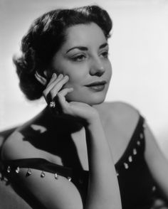 A 1953 glamour shot of legendary news anchor Barbara Walters