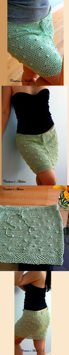 Esta saia é chique, eco amigável e tem ondulações, perfeitas para o verão. Esta é uma saia de crochê artesanal feito de fios de bambu fino, muito leve e sedosa. É elástico e tem uma corda com pérolas que podem ser ajustável. Pode ser usado como um encobrimento saia mergulho ou apenas casual. Roupa interior nu ou rosa é recomendado abaixo.
