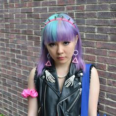 Pastel two toned hair & cute spiked headband, from the Japanese Street Fashion website.