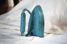 Vintage+Iron | ... Primitive Heavy Cast Iron, Spring Decor Clothing Antique Pressing Iron
