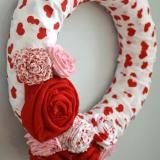 cute valentine wreath from myrepurposedlife.blogspot.com