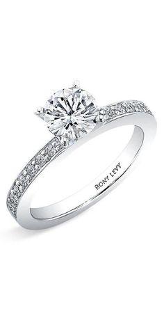 Classic beauty. Round cut diamond engagement ring.