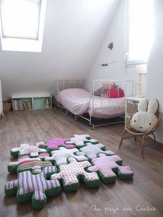 sweet idea...jigsaw puzzle pillows...