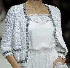 Dolce Gabbana. Chaqueta crochet rematada con cenefa de strass