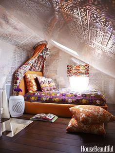 Eclectic Bedroom -- love those walls