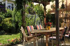 Loc umbrit pentru luat masa în grădină - Casa și Grădina