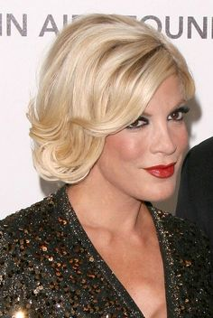 Tori Spelling wows with stunning, blonde hairstyle