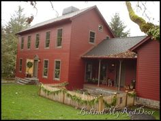 decor, red hous, fenc, saltbox houses and colonials, dream homes, kitchen doors, coloni hous, maple syrup, country homes