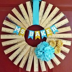 Make a good impression on the new teacher with a personalized ruler wreath! Quick  easy craft with a big impact! school projects, diy home decor, teacher gifts, craft, gift ideas, teacher appreciation gifts, six sisters stuff, diy projects, back to school
