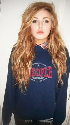 Gosh i want her hair!