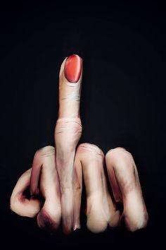 Gesine Marwedel – The Finger !