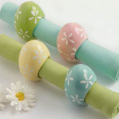 Design Imports Set of 4 Daisy Eggs Napkin Rings - Beyond the Rack