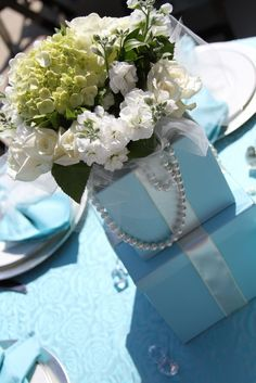 idea, shower themes, blue, breakfast at tiffanys, breakfast at tiffanies party, centerpieces, bridal shower tiffany theme, parti, bridal showers