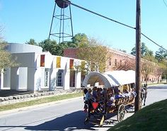 Wagon Rides from Pioneer Tours and The National Frontier Trails Museum in Independence MO look like a must do for our little pioneer!