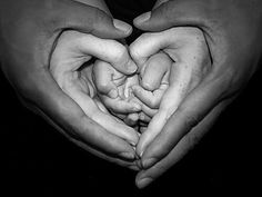 hands. sweet.  Another great generational photo idea