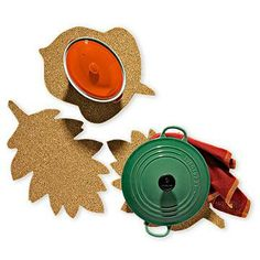 Get our templates to create cork trivets for the Thanksgiving table. #thanksgiving