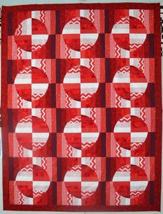 Red and white strip circles quilt by Tommy Fitzsimmons | Tommy the Material Girl