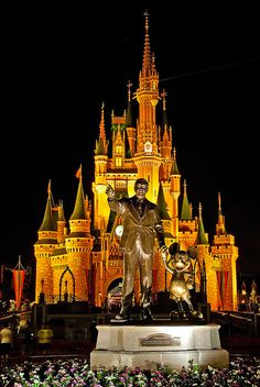 Experience a Disney World Halloween with Family!!