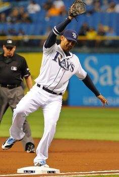 Carlos Pena fields a ball at 1st base 05/22/12 Game 44 Rays beat the Jays