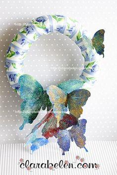 Hola a todos, amigos, este es el otro modelo de corona de mariposas que hice con todos azules  Os la he fotografiado al