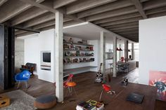 Concrete Copan Loft Apartment in Sao Paulo Brazil (14)