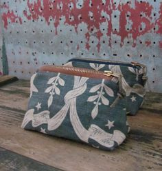 Nautical Zip Pouch with Distressed Rope par SquidWhaleDesigns