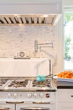 love the water line over the stove.  also, great stove!