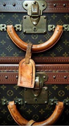 Louis #Vuitton monogram trunk. ♥✤