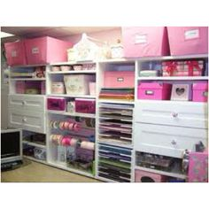 Would love this craft room but don't think I'd be able to keep it that tidy room organization, craft organization, dream, scrapbook rooms, craftroom, storage ideas, craft storage, crafts, craft rooms