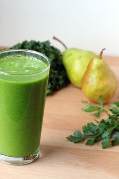 Kale and Pear Smoothie with Herbs