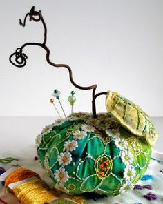 Милые сердцу штучки: рукоделие, декор и многое другое: Необычные игольницы Jill Verbick-Oleary