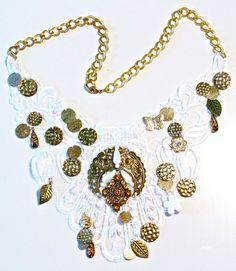 Crimenes de la Moda: DIY: Collar de guipur con charms