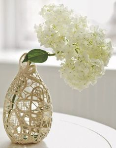 LOVE lace and LOVE this vase :) Great craft idea for a lazy sunday afternoon!