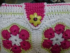 African flower.  Ravelry: kerrypoos Lucy`s Ipad case