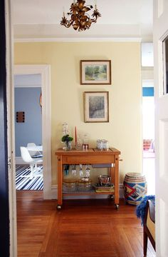 Benjamin Moore: Hawthorne Yellow in eggshell finish