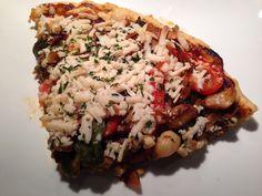 Pizza de BBQ vegana y sin gluten: Hoy es domingo y quisimos preparar algo rápido y sabroso y se nos ocurrió aprovechar un poco de salsa de BBQ que preparamos el otro día e incorporarla a nuestra receta y hacer esta rica pizza vegana. La receta esta disponible en nuestro blog: www.veganlatino.com #pizza #vegana #vegan #hechaencasa #rapida #facildehacer #receta #daiyacheese #namasteflour