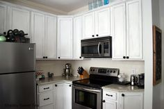 Chalk paint has a nice matte finish and it can repel stains! #chalk_paint #white_kitchens