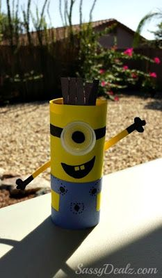 DIY: Cute Despicable Me Minion Toilet Paper Roll Craft For Kids | http://www.sassydealz.com/2013/09/diy-cute-despicable-me-minion-toilet_4.html