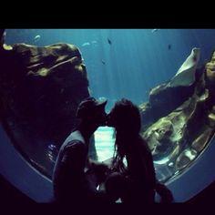 Aquarium date. Cute couple. On my bucket list