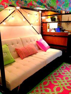 Awesome futon set-up underneath bunked dorm bed // dorm room inspiration // dorm room decoration and designs