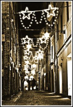 Christmas decorations in  Italy -- by Blondi